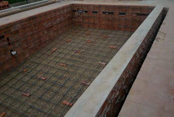 Construcci n de piscinas de obra cumagreen piscinas de for Construccion piscinas naturales